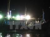 Thanh Hóa: Gió lốc đánh chìm tàu cá, 8 ngư dân được cứu thoát