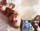 Thực hư về tin đồn đèn flash máy ảnh làm mù mắt trẻ sơ sinh