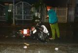 Hai xe máy húc nhau trong đêm mưa