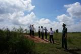 Long An: Ban Đối ngoại Trung ương khảo sát tại khu vực cột mốc 203