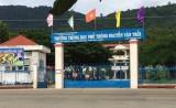 Học sinh lớp 12 đâm chết người ngay trước cổng trường