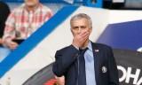 """Jose Mourinho điêu đứng ở Chelsea vì bị các học trò """"làm phản""""?"""