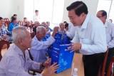 Bí thư Tỉnh ủy – Chủ tịch HĐND tỉnh Long An – Phạm Văn Rạnh thăm Trung tâm Bảo trợ xã hội tỉnh
