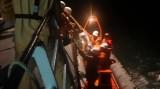 Cứu 20 thuyền viên tàu Hà Tiên 1 bị nước tràn