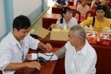 Châu Thành: Khám, cấp thuốc miễn phí và tặng quà 95 triệu đồng