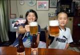 Việt kiều sốc vì chứng kiến cha mẹ Việt cho con uống rượu