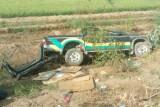 Tân Hưng: Lật xuống hố sâu, xe bán tải hư hỏng nặng