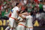 Mexico đánh bại Uruguay trong trận cầu có 2 thẻ đỏ