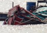 Va chạm với tàu biển, ghe chở 25 tấn chìm trên sông Hậu