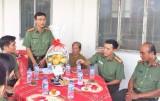 Đoàn thanh niên Công an tỉnh Long An phụng dưỡng Mẹ Việt Nam Anh hùng