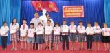 Hội đồng Đội huyện Thủ Thừa tiếp sức 176 học sinh đến trường