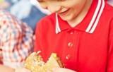 Cảnh báo tác hại của quảng cáo thương mại hướng tới trẻ em
