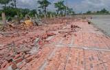 Bức tường nhà xưởng đổ sập, 3 công nhân bị thương