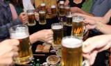 Người Việt lười nhúc nhích, thích rượu bia