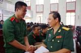 Bộ CHQS tỉnh thăm và tặng quà tại Trường Sĩ quan Lục Quân II
