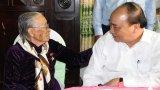 Thủ tướng Nguyễn Xuân Phúc thăm Mẹ Việt Nam Anh hùng Biện Thị Tư