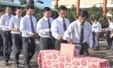 Kiến Tường quyên góp ủng hộ đồng bào lũ lụt miền Trung