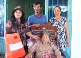 Thăm và tặng quà cho Mẹ Việt Nam Anh hùng Trương Thị Ngoã