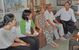 Bến Lức thăm và tặng quà các nhà giáo hưu trí