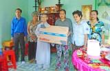 Thị trấn Thủ Thừa trao nhà tình thương