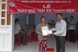 """Trao """"Ngôi nhà 100 đồng"""" tại xã Bình Tâm"""