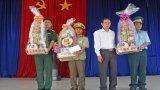 Lãnh đạo tỉnh chúc Tết cán bộ, chiến sĩ các đơn vị đóng trên địa bàn huyện Thạnh Hóa