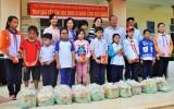 Ngân hàng SCB trao 50 phần quà tết cho học sinh khó khăn
