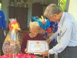 Thăm, chúc thọ người cao tuổi tại Đức Hòa, Đức Huệ