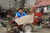 Nông dân trẻ chế tạo máy nông nghiệp 15 chức năng