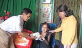 Hội Chữ thập đỏ tỉnh Long An: Trao tiền cho nhân vật trong Chương trình Vượt qua hiểm nghèo