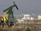 Giá dầu tăng do OPEC sẽ gia hạn thỏa thuận cắt giảm sản lượng