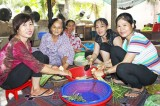 Những phụ nữ nghèo nhưng giàu lòng nhân ái
