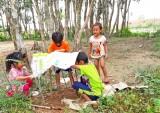 Cần lắm sân chơi ngày hè cho trẻ em nông thôn!