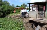 Bí thư Huyện ủy Cần Đước - Nguyễn Việt Cường kiểm tra tình trạng sạt lở ở xã Long Hựu Đông