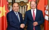 Thủ tướng Nguyễn Xuân Phúc gặp Thủ hiến kiêm Thị trưởng bang Hamburg