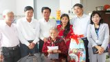 Chủ tịch UBND tỉnh Long An - Trần Văn Cần thăm, tặng quà gia đình chính sách