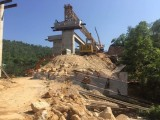 Gãy thanh dầm cầu dẫn lên đường cao tốc Hạ Long-Vân Đồn