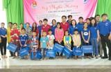 Đoàn cơ sở Viễn thông Long An và TP.HCM trao 100 phần quà cho học sinh nghèo hiếu học