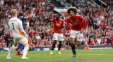 Lukaku đá hỏng phạt đền, M.U vẫn đá bại Leicester