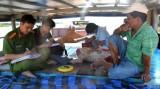 Bắt 4 ghe cát trái phép trên sông Thu Bồn