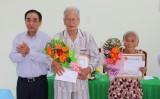 Thăm, tặng quà và chúc thọ cho người cao tuổi neo đơn, khuyết tật