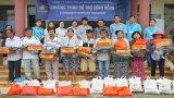 Đức Hòa: Trao 70 phần quà cho người nghèo, học sinh nghèo vượt khó