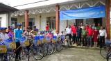 Tặng 50 chiếc xe đạp cho học sinh nghèo