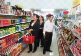 Kiến Tường: Khai trương điểm bán hàng Việt Nam