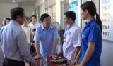Nguyên Chủ tịch nước Trương Tấn Sang vận động Đoàn bác sĩ TP.HCM khám bệnh người dân biên giới