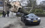 Bão lớn tại Hà Lan và Đức gây nhiều thương vong, giao thông tê liệt
