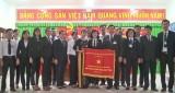 Tòa án nhân dân huyện Đức Hòa nhận Cờ thi đua của Chính phủ
