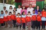 Tặng quà tết cho trẻ em có hoàn cảnh đặc biệt khó khăn