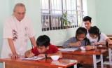Đến với lớp học thư pháp tại chùa Long Thạnh