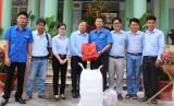 Đoàn Thanh niên Sở Giao thông Vận tải tặng quà tết cho trẻ em khuyết tật
